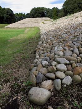 いやいや、石ころの山だったり?.jpg