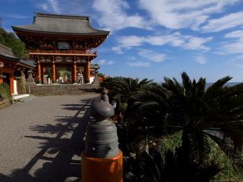 鵜戸神宮 桜門.jpg